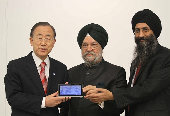 (From left) United Nations Secretary General Ban Ki Moon, Indian Ambassador to the United States Hardeep Singh Puri and Datawind Chief Executive Officer Suneet Singh Tuli.