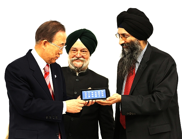 Datawind Chief Executive Officer Suneet Singh Tuli presents the Akash 2 tablet to United Nations Secretary General Ban Ki Moon as Indian Ambassador to the United States Hardeep Singh Puri looks on