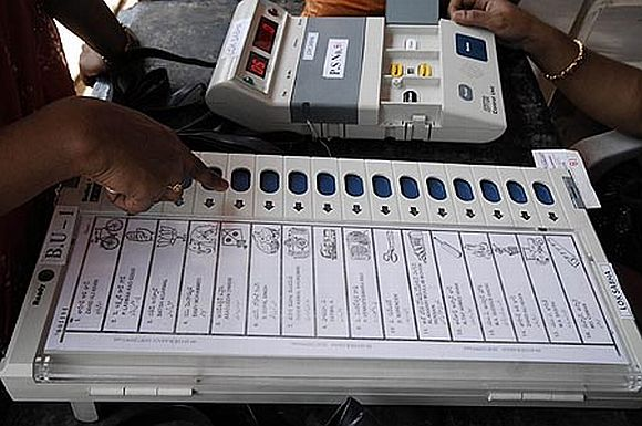 2-phase Gujarat poll on Dec 13-17, Himachal on Nov 4