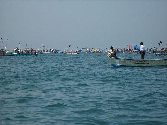 Fishermen lay siege to Kudankulam nuclear plant