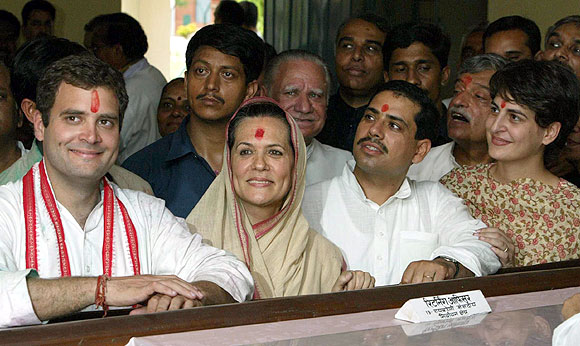Robert Vadra with Priyanka Gandhi, Rahul Gandhi and mother-in-law Sonia Gandhi