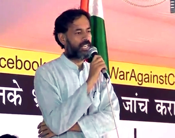 Yogendra Yadav addresses the anti-corruption rally at the Ramlila Maidan, New Delhi
