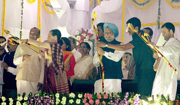 In PICS: PM, Sonia slay their demons at Ramlila Maidan
