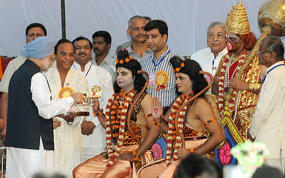 In PICS: PM, Sonia slay their demons at Ramlila Maidan