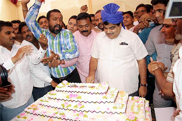 Gadkari cuts a 55 kg cake on his 55th birthday.
