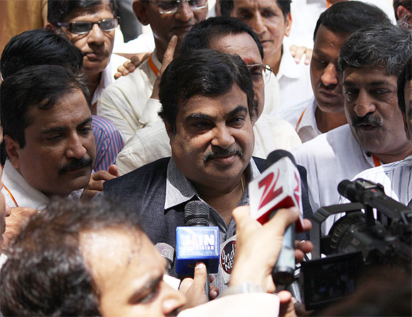 Gadkari with media-persons before Kejriwal's revelations.