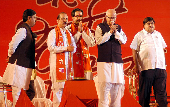 Gadkari, Advani and Gopinath Munde with Shiv Sena leaders Uddhav Thackeray and Manohar Joshi.