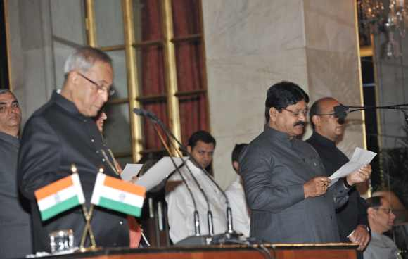 Pranab administers the oath as Minister of State to Sarvey Sathyanarayana, MP from Malkajgiri, a suburb of Secunderabad