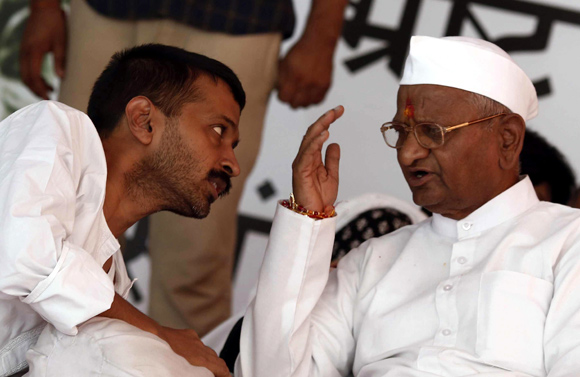 Arvind Kejriwal interacts with Anna Hazare before they parted ways