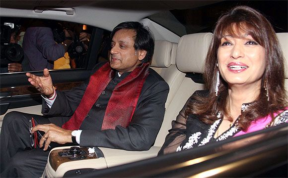 Union minister Shashi Tharoor with his wife Sunanda Pushkar