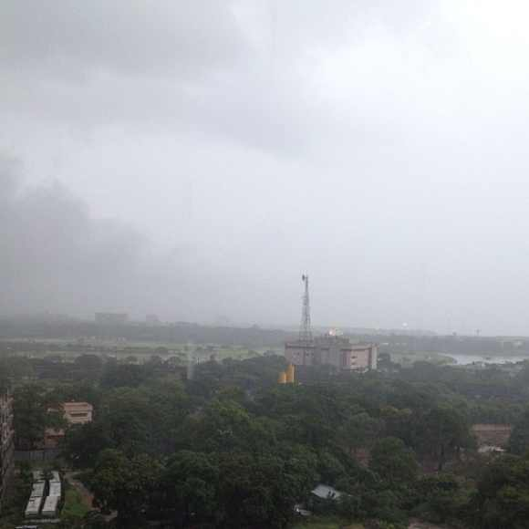Heavy rainfall lashes Chennai ahead of the cyclone