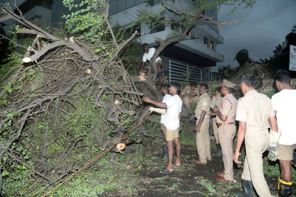 Two killed as Cyclone Nilam crosses Tamil Nadu coast