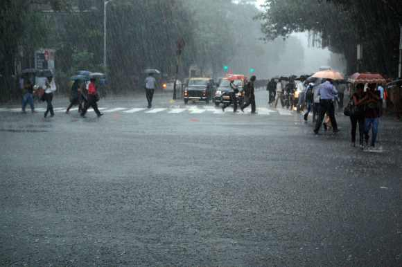 Rains hit road, rail traffic in Mumbai, Thane