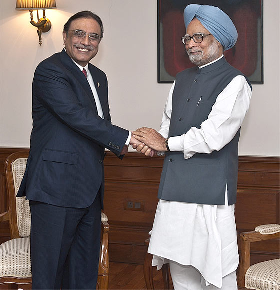 Prime Minister Manmohan Singh with Pakistani President Asif Ali Zardari.