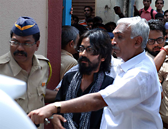 Aseem Trivedi  walks out of Arthur Road prison