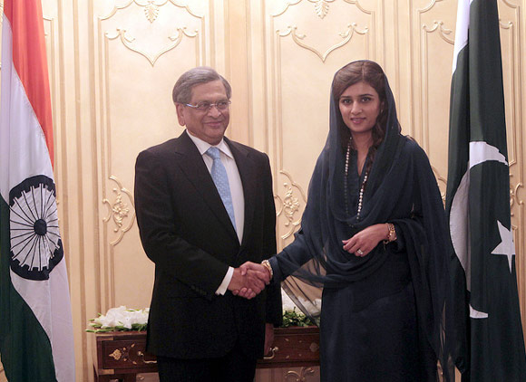 Foreign Minister SM Krishna with his Pakistani counterpart, Hina Rabbani Khar, during their official meeting last week in Islamabad