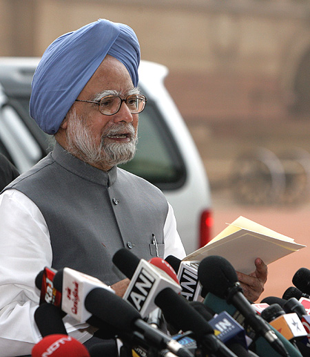 Congress gives thumbs up to PM's policies, slams BJP