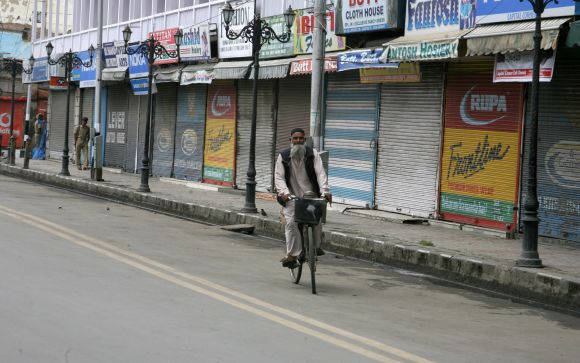 Anti-Islam film: Protests disrupt normal life in Kashmir