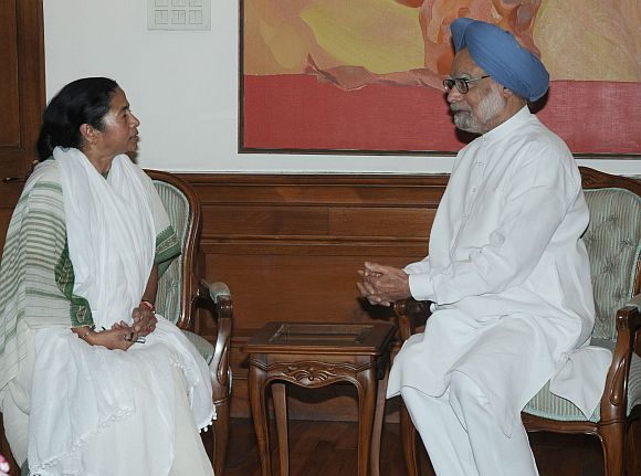 Mamata didn't pick PM's phone call before FDI decision