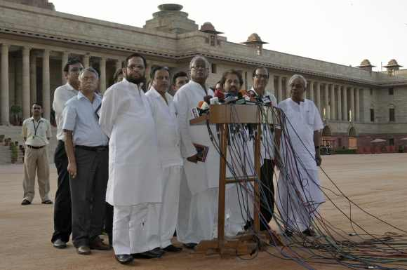 Ministers of Trinamool Congress speak to the media at the forecourt of the Rashtrapati Bhavan after they quit the UPA on Septembe