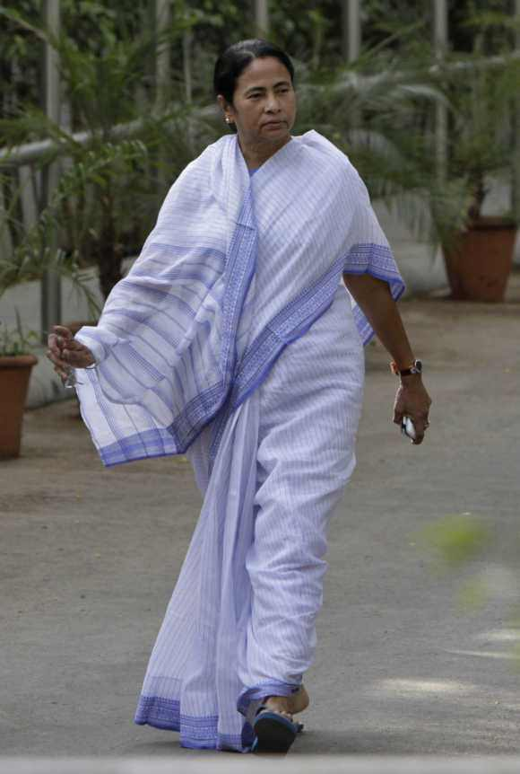 'Not allowing FDI is a major political blunder by Mamata'