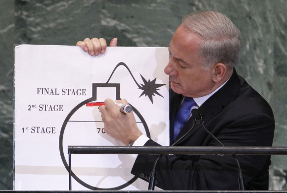 Netanyahu draws a red line on a graphic of a bomb