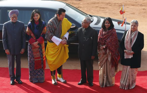 Bhutan's King Jigme Khesar Namgyel Wangchuck shakes hands with India's President Pranab Mukherjee as India's Prime Minister Manmohan Singh, Bhutan's Queen Jetsun Pema, Mukherjee's daughter Sharmistha Mukherjee and Singh's wife Gursharan Kaur look on during the king's ceremonial reception at the Rashtrapati Bhavan in New Delhi