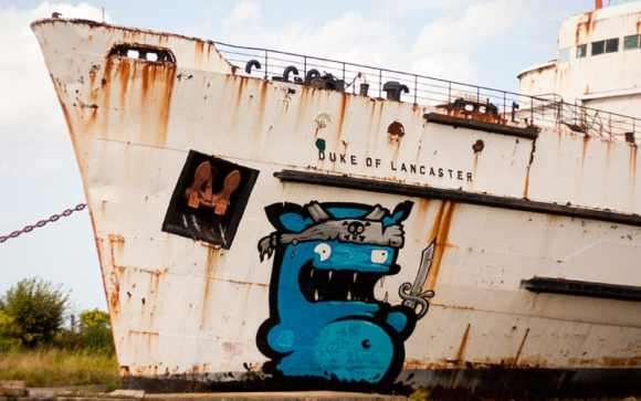 STUNNING graffiti makeover of a 1956 warship