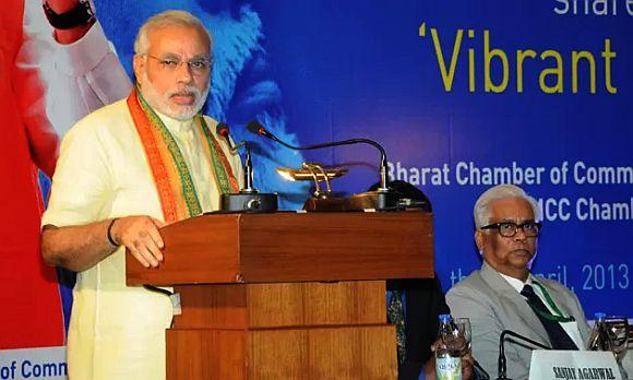 Modi addressing the businessmen in Kolkata