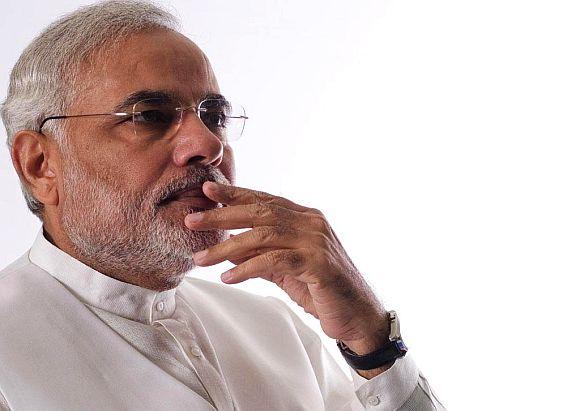 Modi woos Mamata on her turf; trains guns at Manmohan