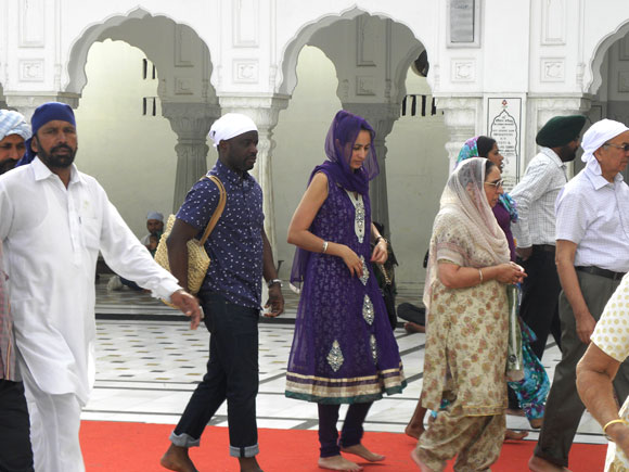 An NRI Punjabi girl visits the shrine with her parents and husband