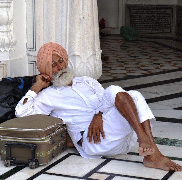 A snooze before/after darshan...