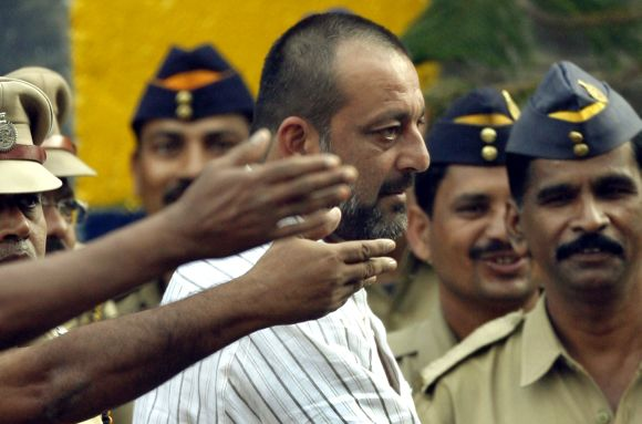 Sanjay Dutt is surrounded by police personnel as he leaves Yerwada jail after his release in Pune on August 23, 2007.