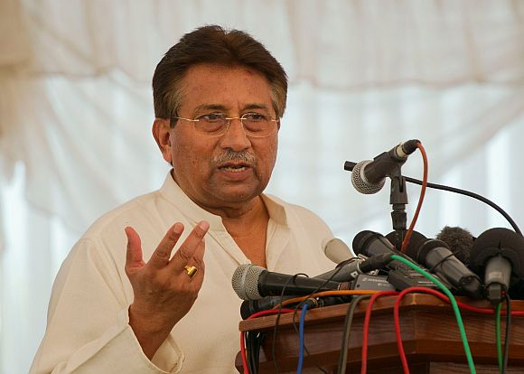 High drama follows Pak court order to arrest Musharraf