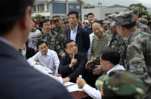 China's Premier Li Keqiang (C) visits after a strong earthquake hits Lushan county, Ya'an, Sichuan province