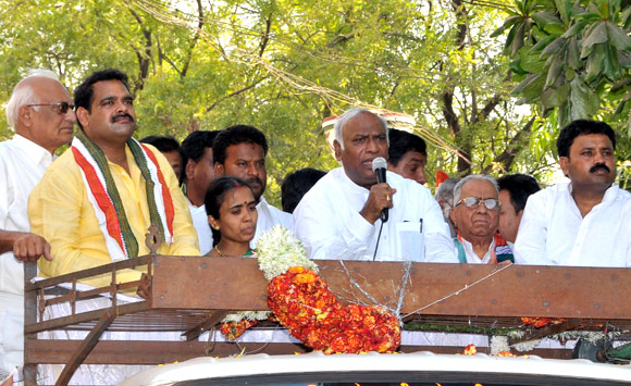 Congress leader and Union minister Mallikarjuna Kharge campaigns for Anil Lad