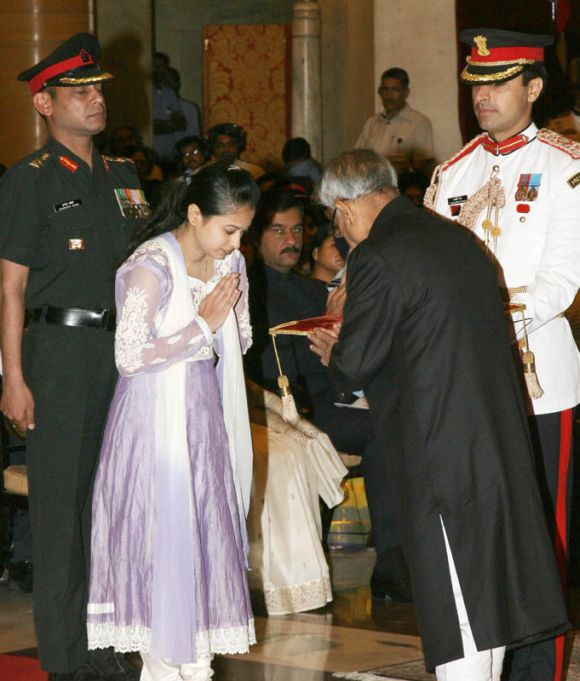 President presenting the Shaurya Chakra to Captain A Rahul Ramesh (posthumously), received by his wife Neha Rahul