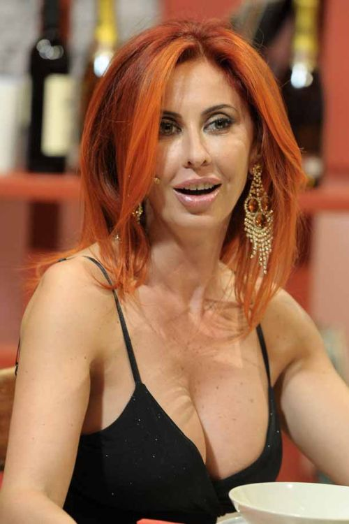 10 HOT reasons why Berlusconi is a very lucky man
