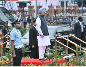 Prime Minister Manmohan Singh at the saluting dias at the Guard of Honour ceremony at Red Fort, New Delhi