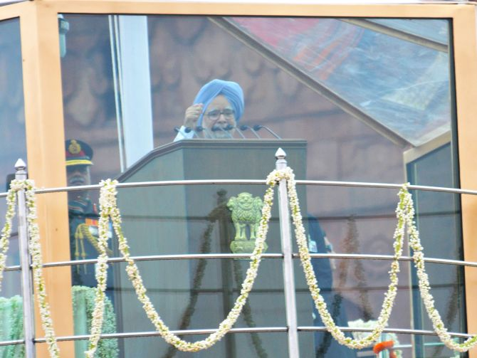 Prime Minister Manmohan Singh chanting 'Jai Hind' from the ramparts of Red Fort on the occasion of 67th Independence Day.