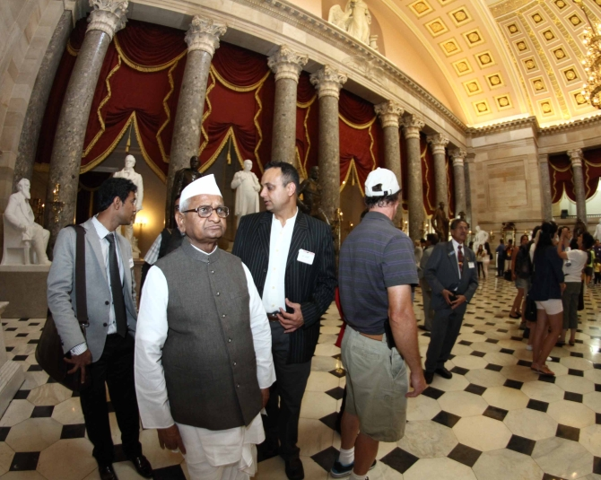 Hazare takes a tour of Capitol Hill