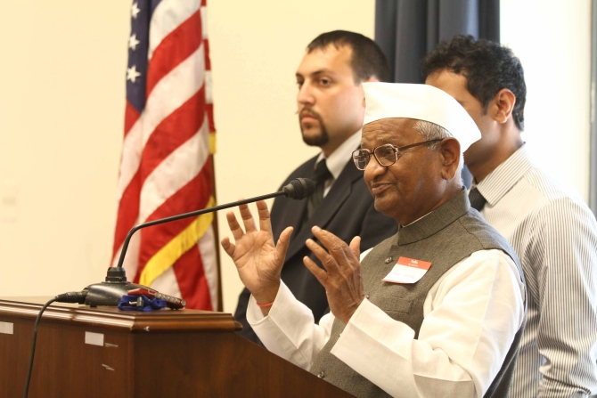 Hazare tallks about the Lokpal Bill to Indian-Americans in Capitol Hill