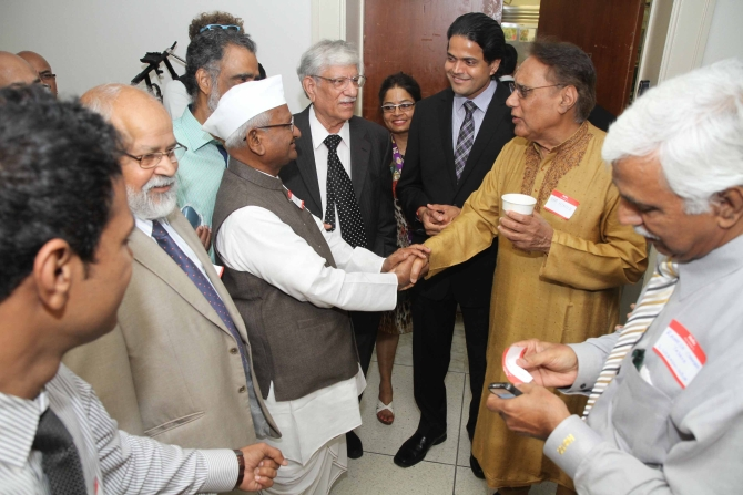 Hazare interacts with Indian-Americans at Capitol Hill