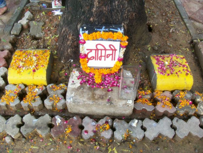 A small makeshift memorial to the Delhi gang rape victim