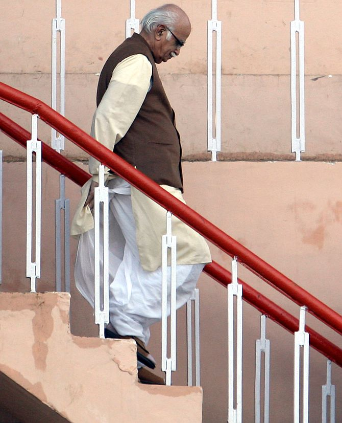 Call polls; can't have a silent PM, paralysed govt: BJP to Prez