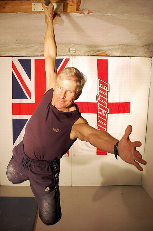 This 61-year-old can do 1,000 chin-ups an hour