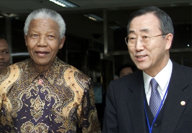 Mandela with UN Secretary-General Ban Ki-moon in Seoul March 10, 2001