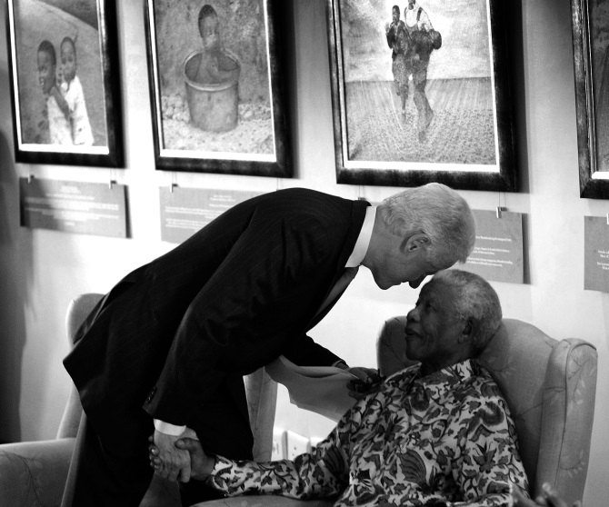 Former US President Bill Clinton leans down to whisper toM andela during a visit to the Nelson Mandela Foundation July 19, 2007 in Johannesburg
