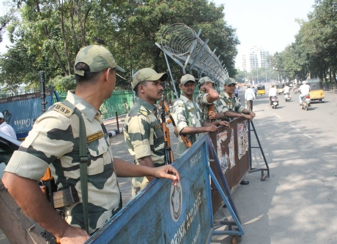 Para-military troops deployed in Hyderabad
