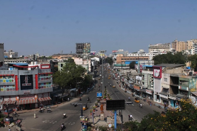 Roads are deserted in Hyderabad after a bandh call against bifurcation of Andhra Pradesh